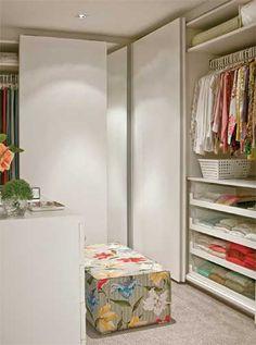 Nada de bagunça na área íntima. Nesses projetos de closets, o trunfo é a organização.
