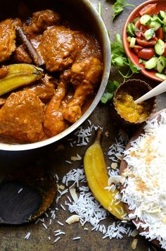 The ultimate Cape Malay chicken curry with spicy garam masala and coconut cream sauce, topped with roasted bananas - a true South African classic South African Recipes, Indian Food Recipes, Ethnic Recipes, Pasta Recipes, Chicken Recipes, Chicken Ideas, Meat Recipes, Dinner Recipes, Cooking Recipes