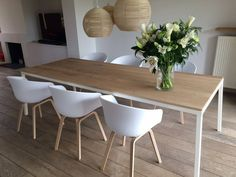 The post Tafel = mooi! appeared first on Lampen ideen. Dining Room Design, Dining Room Furniture, Dining Room Table, Dining Chairs, Interior Design Living Room, Living Room Decor, Dining Room Inspiration, Kitchen Layout, Sweet Home