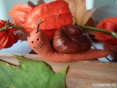 Šnek z kaštanu a na vzduchu tvrdnoucí hmoty Conkers, Pear, Crafts For Kids, Autumn, Fruit, Handmade, Snail, Food, Sculpture