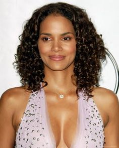 Explanation Of Short Curly Bob Hairstyles Short Curly Bob Hairstyles - If you are searching for some short curly hair styles ideas that you. Black Curly Hair, Curly Hair Cuts, Short Curly Hair, Short Hair Cuts, Curly Hair Styles, Natural Hair Styles, Short Afro, Short Curls, Curly Afro