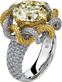 Trendy Diamond Rings : Lili Jewelry Meteor Cut diamond ring LUX1237
