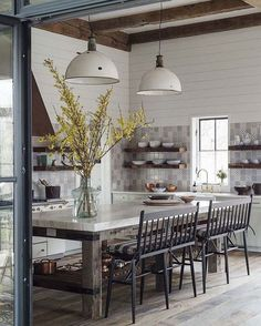 This is a real kitchen that exists in the world. It's perfect. That is all. // design by @jenniferbunsa