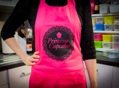 "Tablier ""Princesse Cupcakes"" Royaume MELAZIC Apron, Reusable Tote Bags, Cupcakes, Cookies, Kitchen Grey, Dishcloth, Princess, Cheer Snacks, Life"