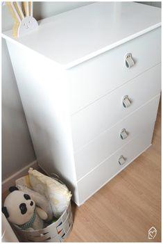 Objetos com couro na Decor - ideias lindas para usar couro na decoração e deixar os ambientes incríveis Dresser As Nightstand, Furniture, Home Decor, Blue Shelves, Babies Rooms, Cabinet Knobs, Leather, Environment, Ideas
