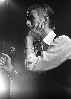 """berlin-1976: """"David Bowie photographed on stage by Gijsbert Hanekroot - Rotterdam, Netherlands, 1976 """" I love you BOWIE ♥"""