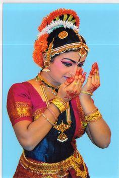 fabulous Kuchipudi dancers of India Folk Dance, Dance Art, Raja Ravi Varma, Simplicity Is Beauty, Indian Classical Dance, Indian Girls, Indian Bridal, Beauty Photography, Indian Beauty