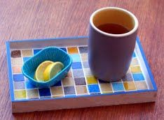 DIY Projects Made With Broken Tile - Mini Mosaic Tray - Best Creative Crafts, Easy DYI Projects You Can Make With Tiles - Mosaic Patterns and Crafty DIY Home Decor Ideas That Make Awesome DIY Gifts and Christmas Presents for Friends and Family Mosaic Crafts, Mosaic Projects, Gem Crafts, Art Projects, Homemade Gifts, Diy Gifts, Mosaic Tray, Mosaic Tables, A Table
