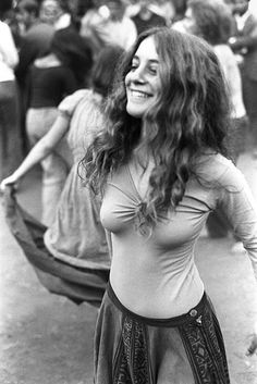 images about Hippies & free Hippie Love, Hippie Chick, Hippie Style, Boho Hippie, Hippie Baby, Woodstock Hippies, Woodstock Festival, Raves, Famous Photographers