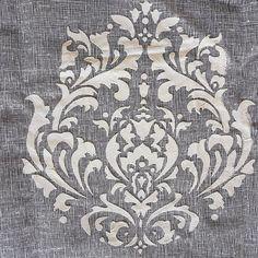 Travailler les ornements #art textile et #teintures pour créer des #textiles inutiles qui parlent du #temps qui passe des #modes