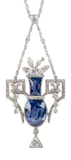 An Edwardian emerald and diamond pendant necklace.