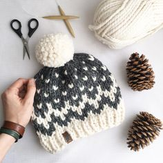 Here it is guys! The first reveal of our 2018 collection ❤️❤️❤️❤️❤️ The only problem is, I cannot for the life of me come up with a name I… #knitting #pattern #ravelry #instagram #diy