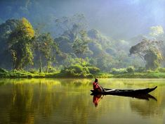 See a photo of a boater on Situ Gunung lake in Indonesia from National Geographic. National Geographic, Image Zen, Most Beautiful Pictures, Beautiful Places, Places To Travel, Places To Visit, Photos Voyages, Jolie Photo, Borneo