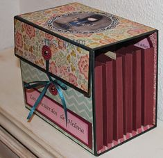 Diy Craft Projects, Craft Tutorials, Fun Crafts, Paper Crafts, Photo Album Scrapbooking, Scrapbook Albums, Scrapbook Paper, Cardboard Box Crafts, Cardboard Paper