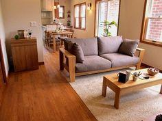 オーク材の床にナラ無垢材の家具でコーディネートした実例です!オリジナルブランド「Authenticity」BⅡモデル北海道産ミズナラ無垢材をぜいたくに使用したソファを中心にコーディネート