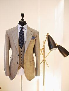rothschildt: Med Grey Super 130s Sharkskin 3 piece Suit Handmade by Manolo Costa New York