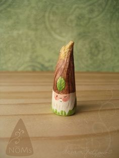 NOM 1307 mini gnome figure