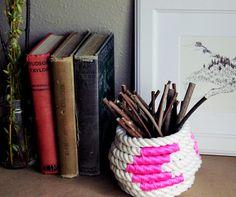 Hermoso lapicero hecho con soga.