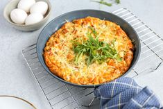 Aardappel frittata met roomkaas A Food, Food And Drink, Broccoli Casserole, Omelet, Quiche, Bbq, Easy Meals, Veggies, Pizza