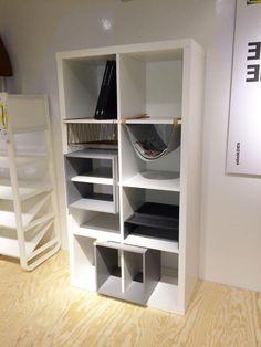 L'insert Kallax, ces casiers colorés (ici en gris) sont fendus et s'intègrent dans les bibliothèques... - IKEA