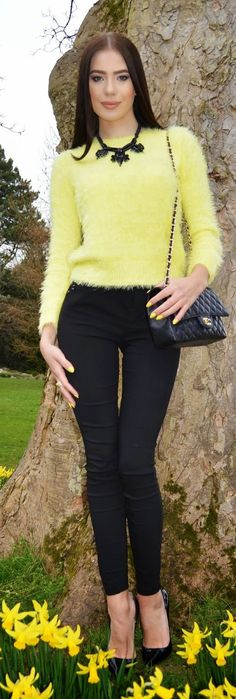Yellow Fuzzy Sweater Streetstyle by Laura Badura Fashion. Fall Winter Outfits, Autumn Winter Fashion, Spring Outfits, Winter Style, Beautiful Outfits, Cool Outfits, Fashionable Outfits, Girls Jumpers, Angora Sweater