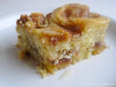 Cinnamon Roll Cake is buttery, cinnamon cake with a vanilla glaze drizzled over the top. Serve it for brunch or dessert for an amazing treat! I ♥ Cinnamon Rolls and I ♥ Cake. Baking Recipes, Cake Recipes, Dessert Recipes, Baking Pan, Cinnamon Cake, Cinnamon Rolls, Cinnamon Coffee, Sweet Bread, Coffee Cake