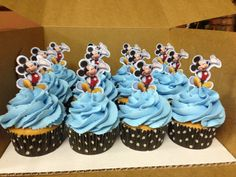 Mickey+Mouse+Cupcakes.JPG (1600×1200)