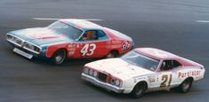 When giants roamed NASCAR. This was the golden era of stock car racing Richard Petty battling David Pearson- the two best ever. Nascar Autos, Nascar Race Cars, Old Race Cars, Nascar Sprint Cup, Slot Cars, Muscle Cars, Richard Petty, King Richard, Automobile