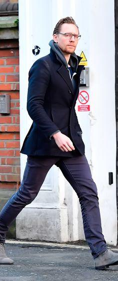 Tom Hiddleston in London on January 2, 2017. Source: Torrilla. Full size image: http://ww4.sinaimg.cn/large/6e14d388ly1fbdspc6919j21qk2g0tv3.jpg
