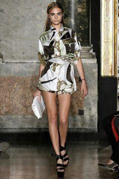 Emilio Pucci Spring 2013 Ready-to-Wear Fashion Show - Cara Delevingne Fashion Week, Runway Fashion, High Fashion, Fashion Show, Milan Fashion, Review Fashion, Women's Fashion, Fashion Tips, Cara Delevingne