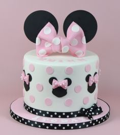 Minnie Mouse Themed Cake 07917815712 www.fancycakesbylinda.co.uk www.facebook.cm/fancycakeslinda