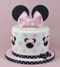 Minnie Mouse Themed Cake 07917815712 www.fancycakesbylinda.co.uk www.facebook.cm/fancycakeslinda