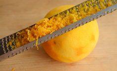 Grate the orange zest from the orange for my sugar free orange cake Hand Juicer, Baking Tins, Orange Zest, Sugar Free Recipes, Diabetic Friendly, Coconut Sugar, Stevia, Free Food, Cake Recipes