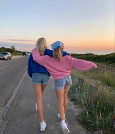 Cute Friend Pictures, Best Friend Pictures, Mode Pastel, Best Friends Aesthetic, Poses For Pictures, Green Pictures, Cute Friends, Best Friend Goals, Summer Aesthetic