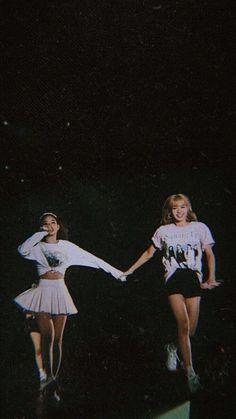 Jennie and Lisa Blackpink Jisoo, Kpop Girl Groups, Korean Girl Groups, Kpop Girls, Kim Jennie, Melanie Martinez, Blackpink Wallpapers, Divas, Blackpink Poster