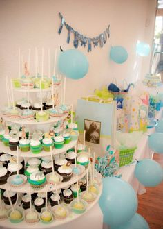 Baby shower cake pops and cupcakes