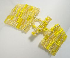 Brighten up your day with this Lemon Sunshine Beadwoven Bracelet. #uniquegift #handmadejewelry #beadwoven #thecraftstar #shopping #noveena