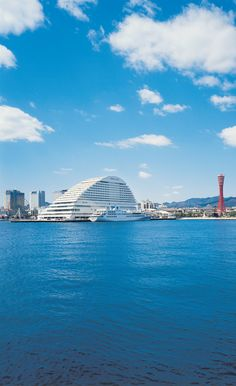 港町神戸発祥の地・メリケン波止場に佇む白亜のホテル、「神戸メリケンパークオリエンタルホテル」。