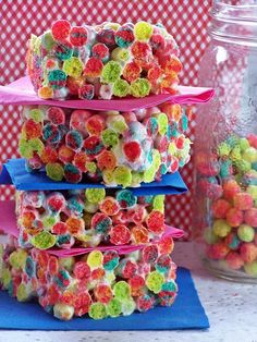 Rainbow crispy treats 1 x bag of mini marshmallows (about 2 cups) 10 cups Trix cereal cup butter Trix Krispies, Rice Krispie Treats, Trix Cereal, Cereal Treats, Marshmallow Cereal, Easy Desserts, Delicious Desserts, Dessert Recipes, Yummy Food