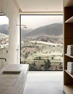 Villa E is a stunning mountain lodge built on the foothills of the Atlas Mountains, Morocco, by French designers Studio Ko. They designed the house with respect towards its landscape and a minimalist Interior Minimalista, Interior Architecture, Interior And Exterior, Room Interior, Amazing Architecture, Studio Interior, Interior Plants, Cafe Interior, Landscape Architecture