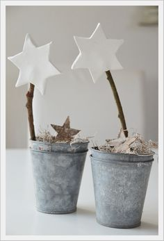 Christmas Crafts : House No. living with stars Wohnen mit Sterne Christmas Crafts : House No. living with stars Wohnen mit Sterne Noel Christmas, Rustic Christmas, All Things Christmas, Christmas And New Year, Winter Christmas, Christmas Crafts, Christmas Ornaments, Christmas Lunch, Coastal Christmas
