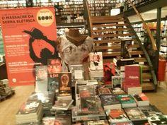 Mesa especial para o evento do Clube de Leitura da Travessa. Massacre da Serra Elétrica na Travessa BarraShopping 29/06
