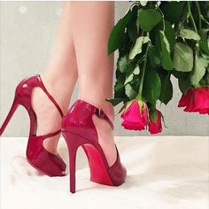 talkshoes: Roses are red and red bottoms are too! Red Sole, Red Bottoms, Luxury Shoes, Christian Louboutin, High Heels, Lily, Platform, Pumps, Shoe Bag
