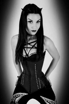 Cool goth trend #gothicwoman Pastel Goth Fashion, Gothic Fashion, Steam Punk, Emo, Look Thinner, Vampire, Cosplay, Music Mix, After Dark