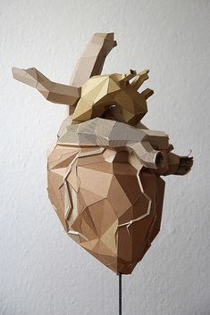 Incredible use of cardboard to build an anatomically correct heart. Created by Berlin based multi-disciplinary artist and cardboard sculptor Bartek Elsner. Sculpture Lessons, Art Sculpture, Bronze Sculpture, Cardboard City, Cardboard Sculpture, Cardboard Paper, Statues, Hi Fructose, 3d Art