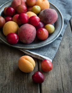 APRICOTS, PEACHES, PLUMS. RIPEN: on counter, in paper bag. Do not refrigerate when unripe. STORE: refrigerator in open container, up to 5 days. FREEZE: wash, blanch for 45 second, shock until skins slide off, cut, mix 1/4 cup lemon juice to 1 quart fruit, combine with light syrup (2 cups sugar to 6 cups water). Store in airtight container up to 10 months.