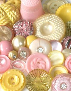 Pastel mix of pink and yellow vintage buttons. Button Art, Button Crafts, Button Moon, Mellow Yellow, Pink Yellow, Passementerie, Sewing Notions, Sewing Box, Sewing A Button