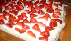"""Denna tårta hade jag på min sons student med färska jordgubbar och den blev mycket omtyckt. Har gjort den många gånger sedan dess med annat """"pålägg"""". Rice Krispies, Kiwi, Special Occasion, Cheesecake, Breakfast, Desserts, Recipes, Food, Pies"""
