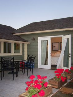 coastal nest cottage - love the back deck