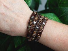 Tila Beaded Leather Wrap Silver Brown Miyuki Tila 4 by PJsPrettys Bead Jewellery, Beaded Jewelry, Beaded Bracelets, Jewelry Ideas, Diy Jewelry, Beaded Leather Wraps, Ladder Stitch, Peyote Stitch, Bracelet Sizes